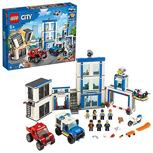 LEGO 60246 City Polizeistation, Bauset mit 2 Trucks, Leucht- und...