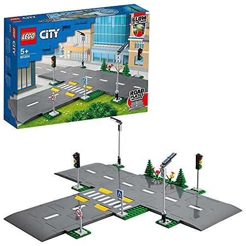 LEGO 60304 City Straßenkreuzung mit Ampeln, Bauset mit im Dunkeln...