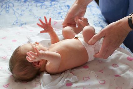 Ist Grüner stuhlgang beim Baby normal?