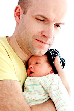 Väter und Neugeborene