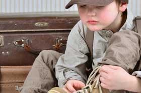 Kind beim Anziehen bummelt