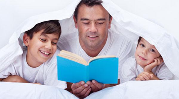Vorlesen - Vater liest vor