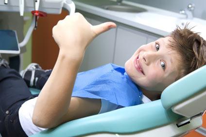 Wie nehme ich meinem Kind die Angst vor dem Zahnarzt