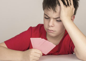 Kind verliert beim Spiel