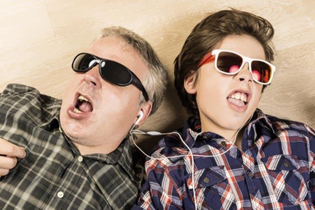 Verrückter Vater mit Sohn