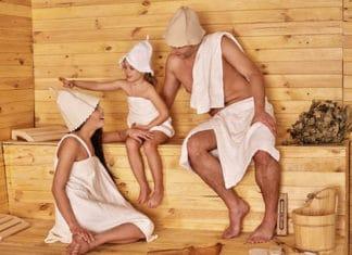Kindern in der Sauna