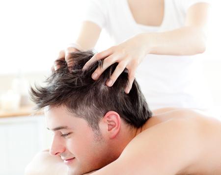 Kopfmassage für den Mann