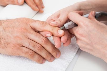 Männer: Fingernägel richtig pflegen
