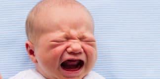 baby schreit nach dem stillen