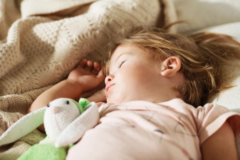 7ed660ed055c7e Wie können Kinder abends besser einschlafen - Schlaf Aromatherapie