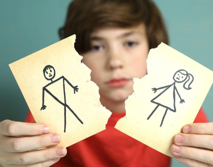 Ein Kind mit getrennten Eltern