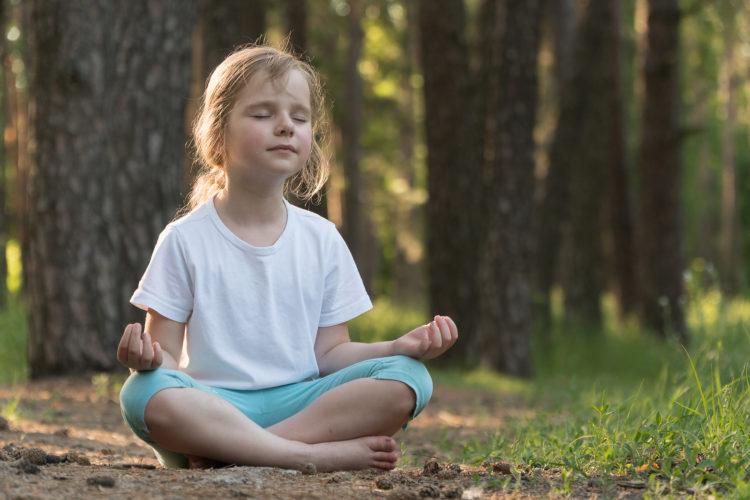 Atmen, Atemübungen und Meditation mit deinem Kind Copyright: Irina Nikolaenko