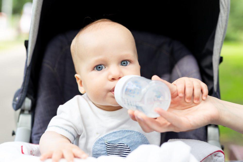 Baby Ausreichend Flüssigkeit