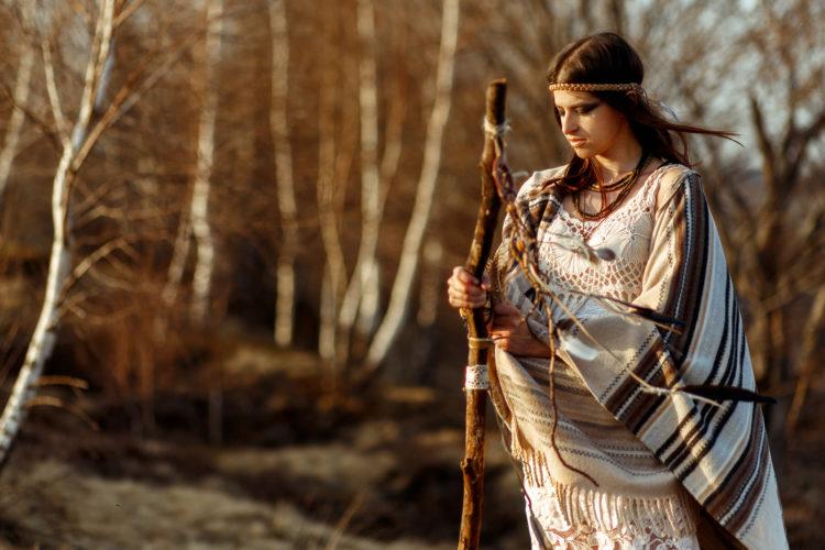 Alte Weisheiten der Indianer Stämme können auch heute unser Leben prägen. Copyright: Sonjachnyj  bigstockphoto