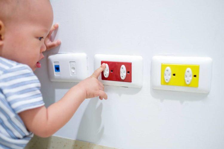 Sicherheit in der Wohnung für Babys und Kleinkinder