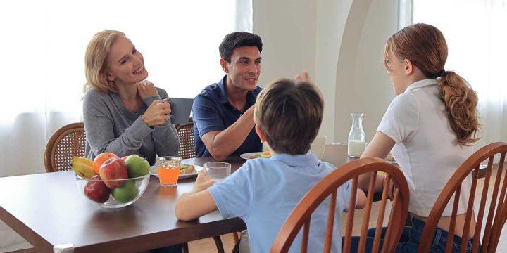 müssen Kinder beim Essen sitzen bleiben